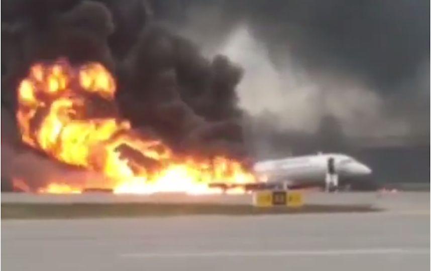 В Шереметьево при посадке загорелся самолет