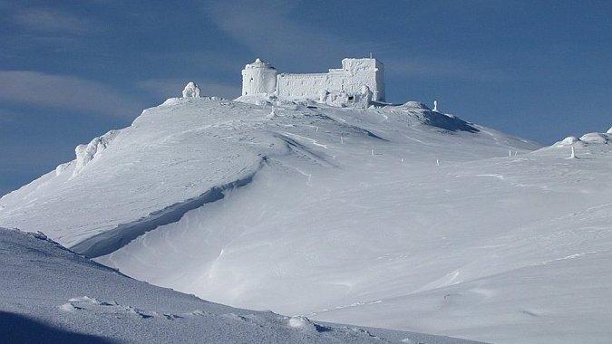 Майский снег делает слишком опасными походы в Карпатах