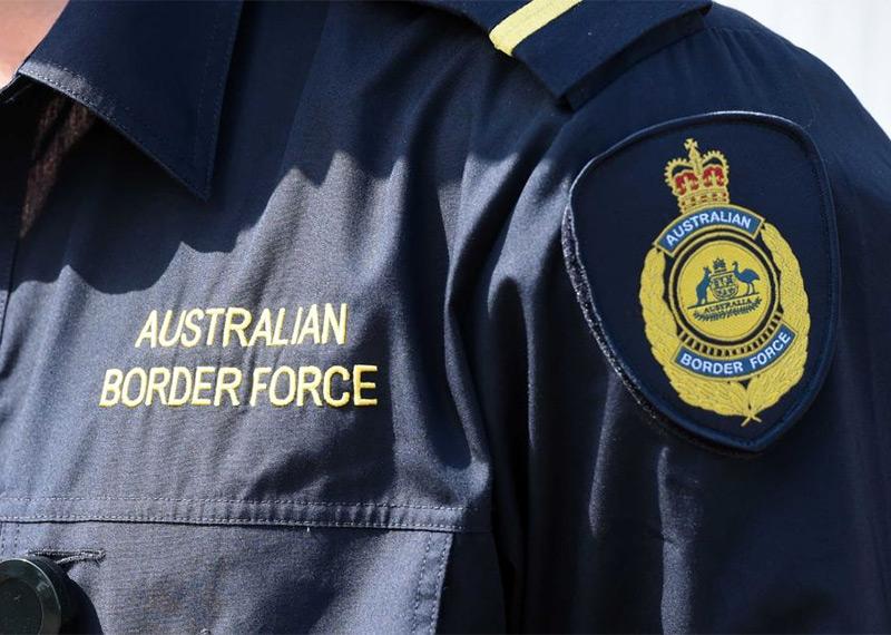 Туриста не пустили в Австралию за жестокий сюжет видео на смартфоне