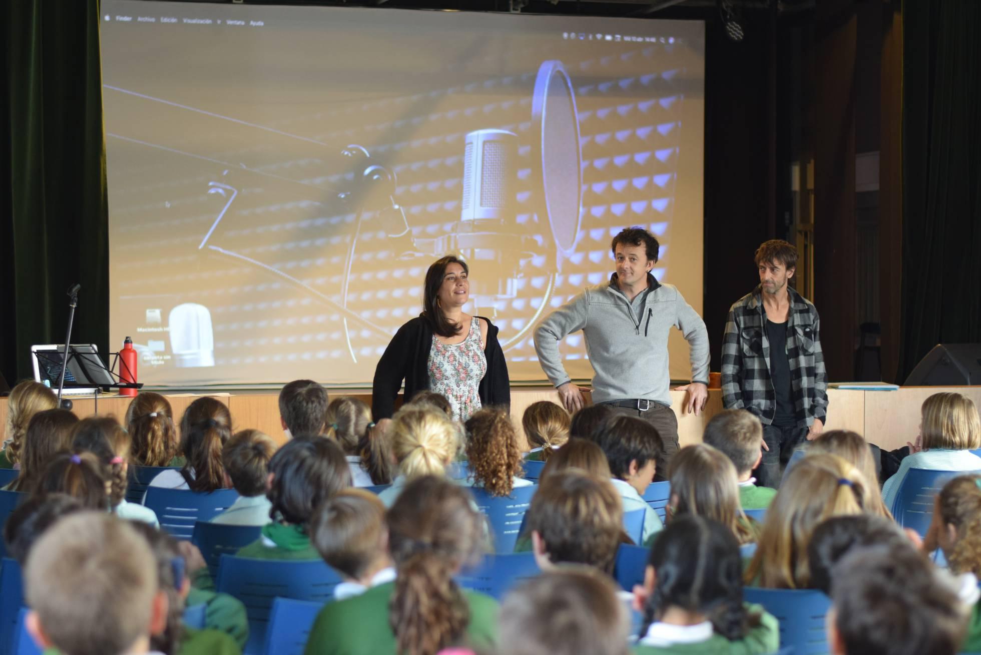 Ученики одной из школ Мадрида знакомятся с искусством дубляжа фильмов