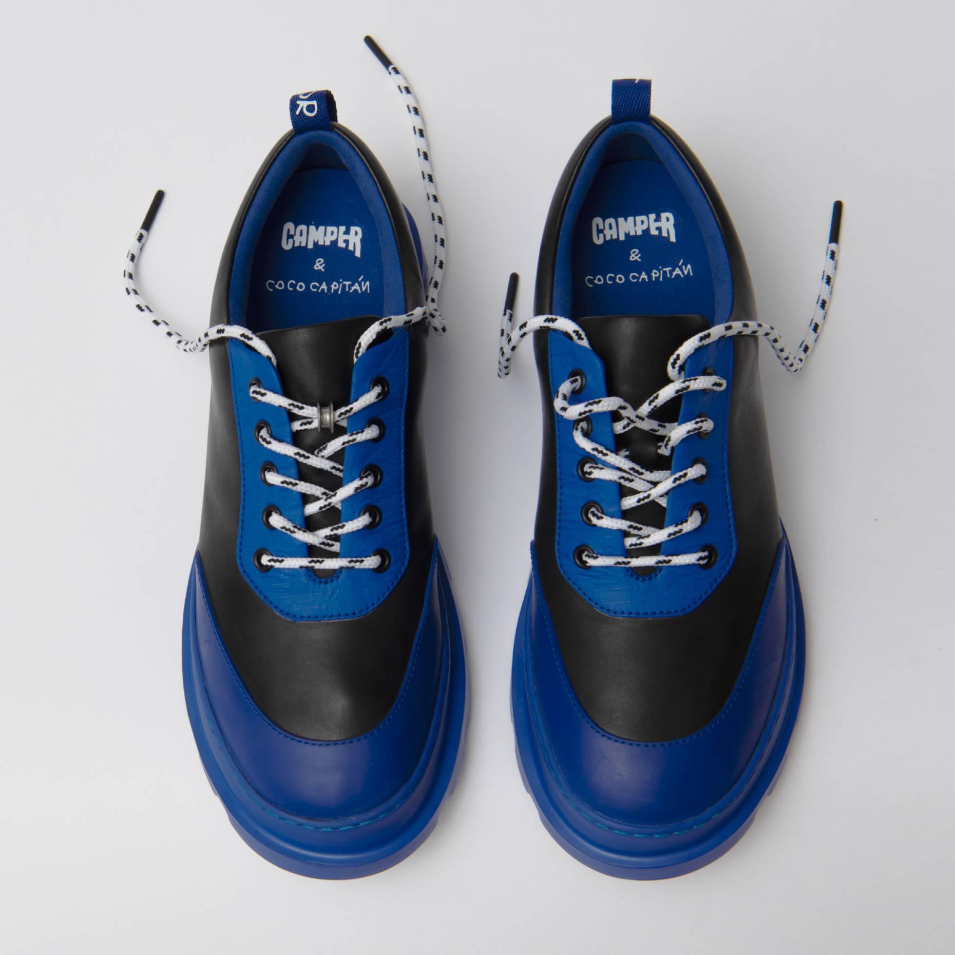 Испанская художница представила в Милане ботинки со скрытыми каллиграфическими надписями